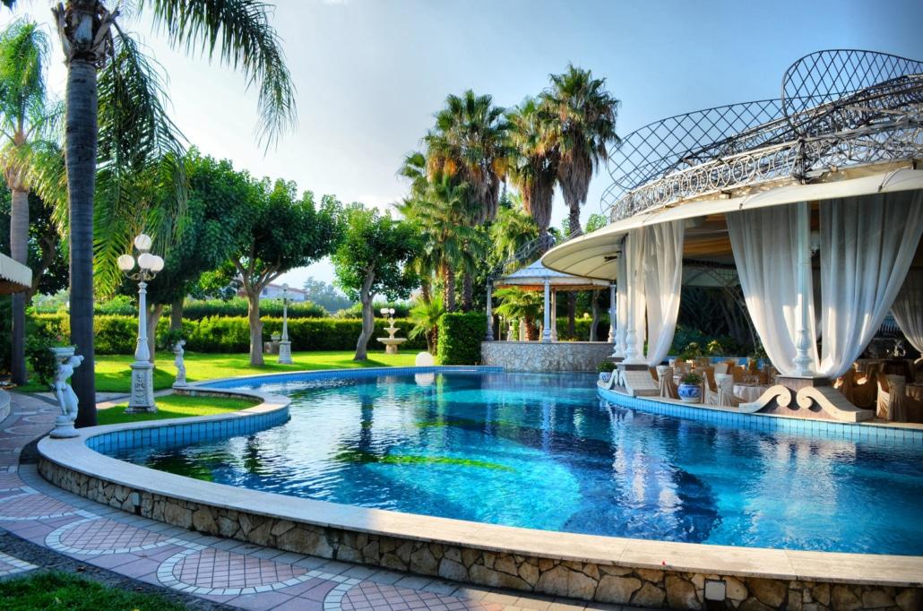 Sala Nettuno - Villa Oasis Ricevimenti Acireale - Esterno con Piscina