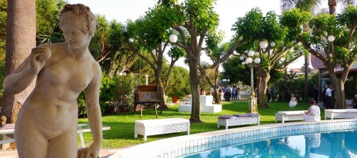 Piscina e Statua - Villa Oasis Ricevimenti Acireale